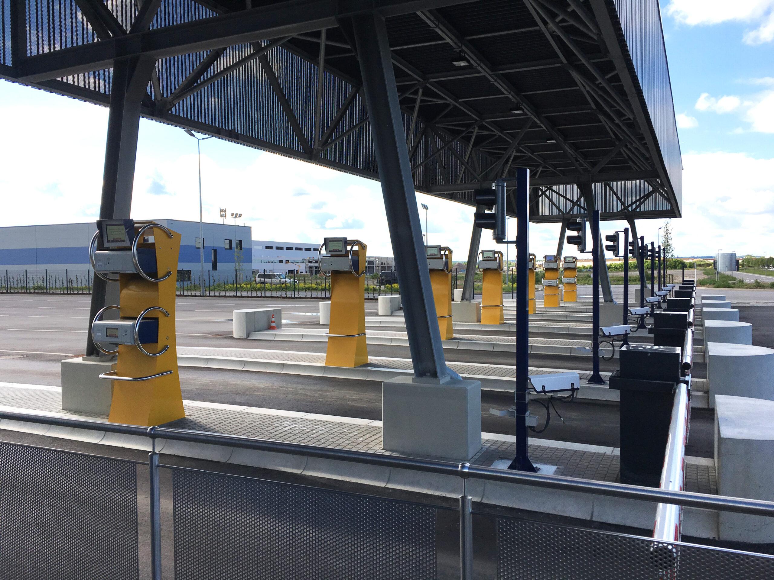 Truck gates CFL Intermodal terminal
