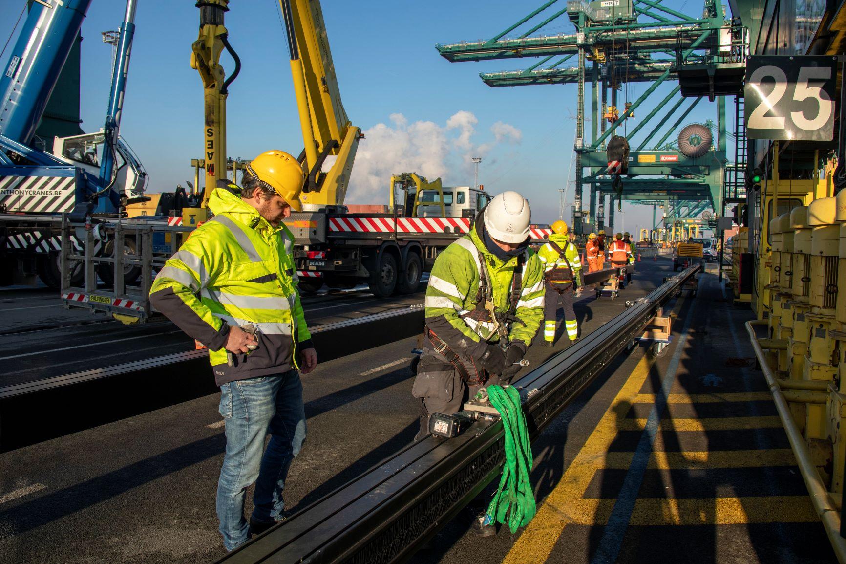 Rail Hoisting Boxcatcher